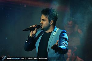 علی عبدالمالکی برای هوادارانش خواند